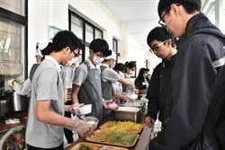 慈濟科技大學外籍生義賣「道地」馬國美食