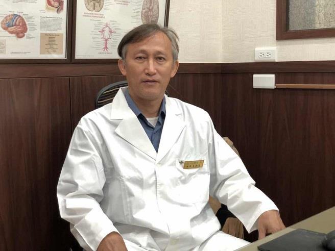 王新民醫師指出,氫分子有助中和體內自由基。(友荃提供)