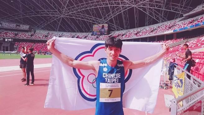 男子三級跳遠李奎龍在新加坡田徑公開賽輕鬆奪金,可惜沒能跳過亞運參賽門檻。(許唐漢教練提供)