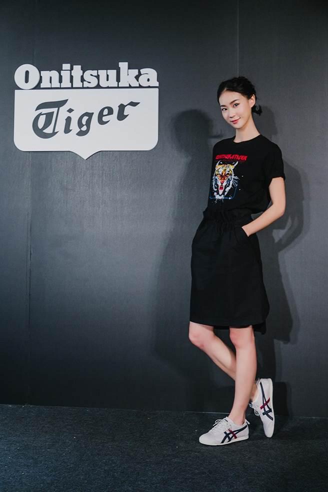 鍾瑶以一身簡約風格,搭配MEXICO 66 SD出席Onitsuka Tiger 2018春 夏系列媒體分享會。(品牌提供)