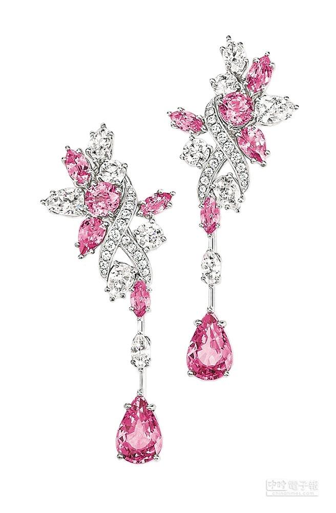 海瑞溫斯頓綺隱Secret Cluster系列粉紅剛玉鑽石耳環。(Harry Winston提供)