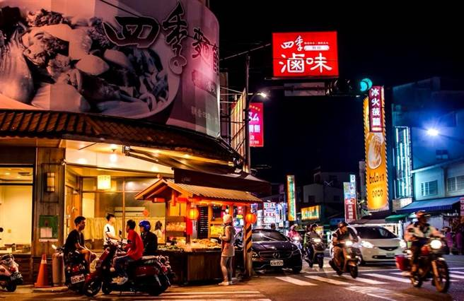 ▲埔里四季滷味店在埔里鎮公所前的十字路口,店面極為醒目。(楊樹煌攝)