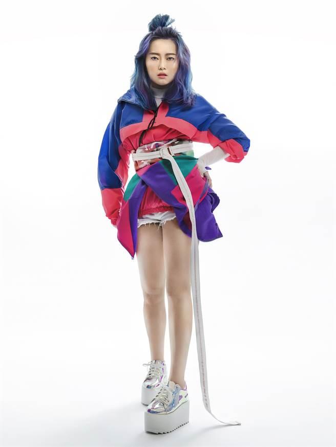 顏力妃曾替阿妹創作歌曲〈母系社會〉。(豐華提供)
