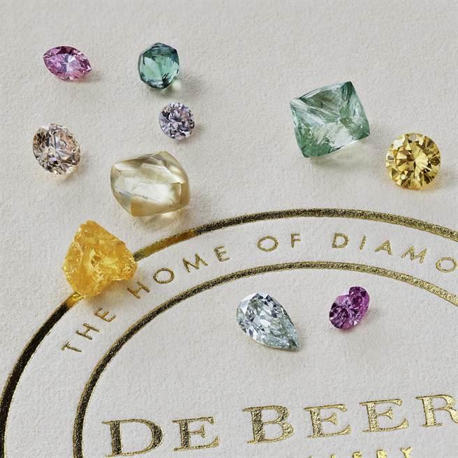 De Beers特別為台灣的鑽石愛好者帶來一系列擁有稀有色澤、無與倫比的彩鑽瑰寶。