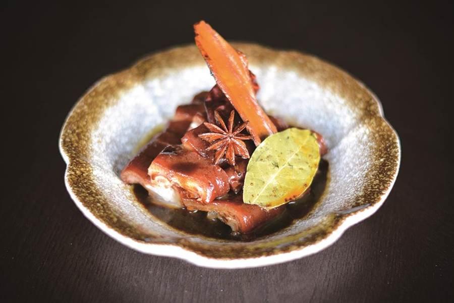「滿族醬豬手」為「繽紛長春在雲錦」的客座菜色之一。(台北君悅酒店提供)