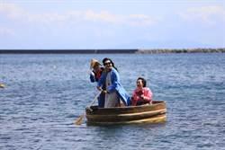 重現神隱少女場景 搭佐渡島盆舟收集蔚藍海岸線