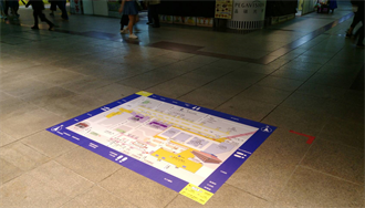 改善台北車站地下迷宮惡名 北市觀傳局試辦地貼式地圖