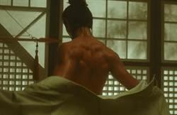 姜敏赫秀麒麟背肌 說服觀眾:「我是傾國傾城美男子!」