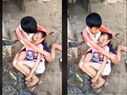 虐心!螢火蟲之墓真實上演 小哥哥緊抱被虐癱軟的妹妹