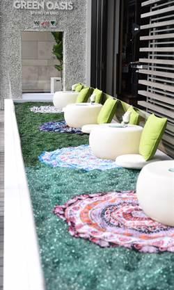 響應環保 W飯店以回收玻璃打造泳池畔的綠洲