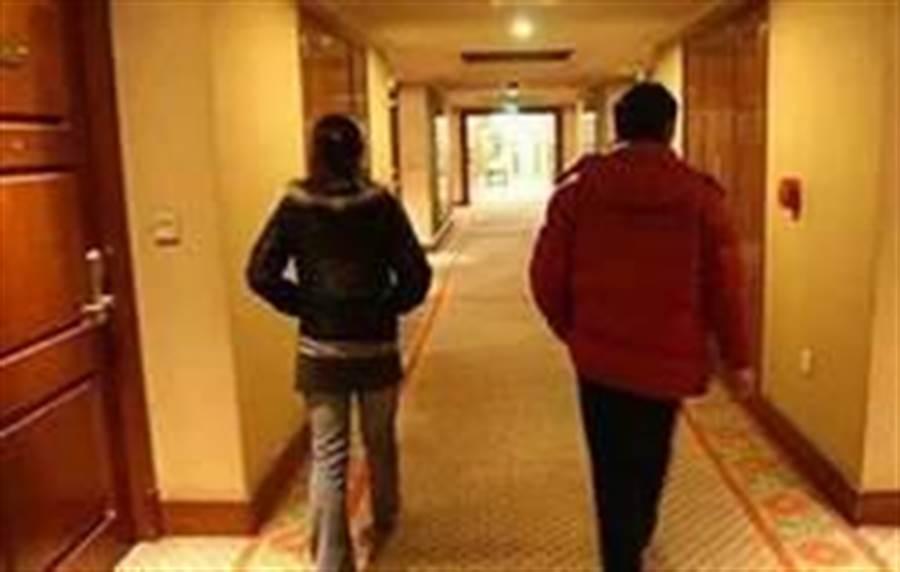 2線3星警官與舊情人開房間被逮,人妻羞認3連發。 (非當事者示意圖/東網on.cc)