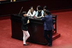 為軍人年改停發採訪證 藍委:民進黨怕什麼?