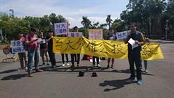 反對惡版勞基法 台大學生連署5000份勞權公投連書
