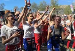 歡慶高中畢業 挪威警籲勿在路邊上演活春宮!