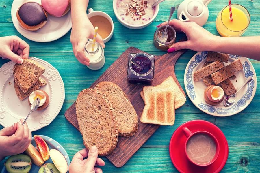 有些早餐看似健康但其實是地雷。(圖/shutterstock)