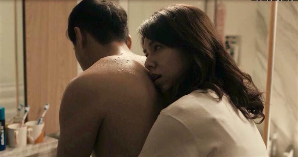 夏于喬和鄭人碩拍親密戲。(民視提供)
