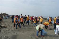 響應地球日  台南市2000民眾響應海洋減塑淨灘