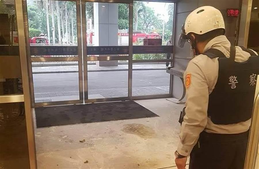 振興醫院昨天遭一名翁姓男子丟汽油彈縱火,警方查知翁嫌因受連續打擊而有妄想症。(本報系資料照)