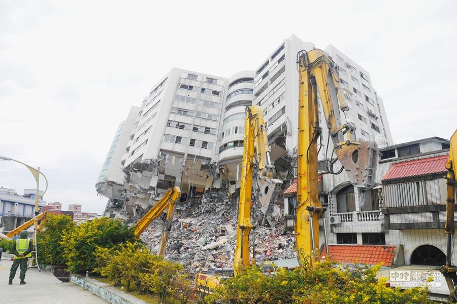 花蓮大地震造成4棟大樓倒塌,縣長傅萁21日透露永久屋即將動工,預計1年內完工。(本報資料照片)