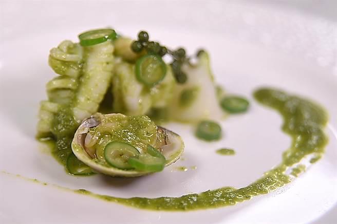 呈盤秀雅的〈椒麻青醬海鮮匯〉,是用以青花椒為主調製的青醬為海鮮提味。(攝影/姚舜)