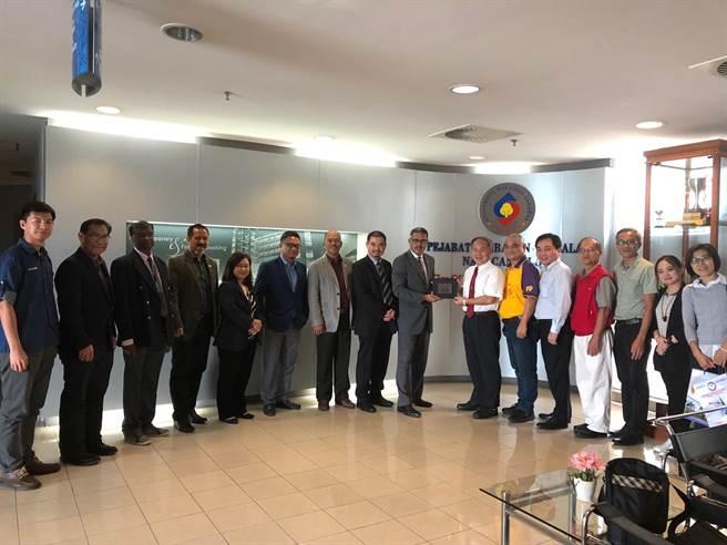 高科大代表拜會馬來西亞砂拉越大學(UNIMAS)。(高科大提供)
