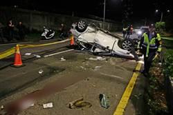 仰德大道濺血!少年無照駕駛自撞 轎車翻覆5輕重傷