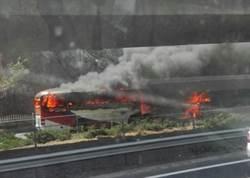 大陸北京居庸關景區交通意外 大巴相撞車身起火