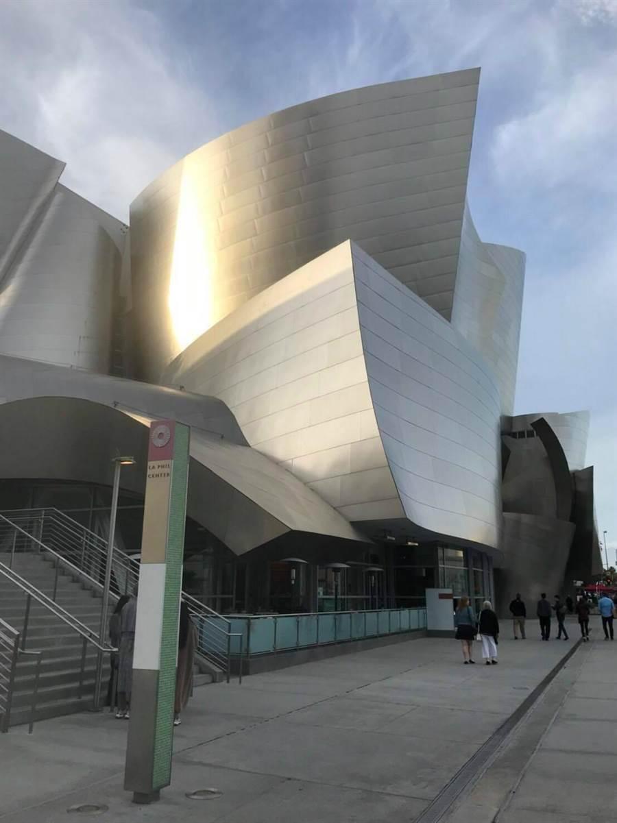 迪士尼音樂廳是知名委內瑞拉指揮杜達美擔任音樂總監的洛杉磯愛樂本部,音樂廳以其獨特的外觀與非常細膩的音響效果聞名於世。(美國蕭泰然基金會提供)