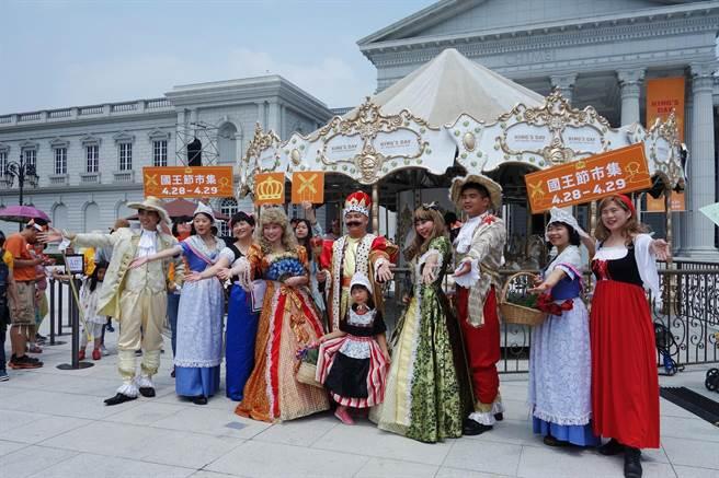奇美博物館今明兩天舉辦「荷蘭國王節市集」活動。(莊曜聰攝)