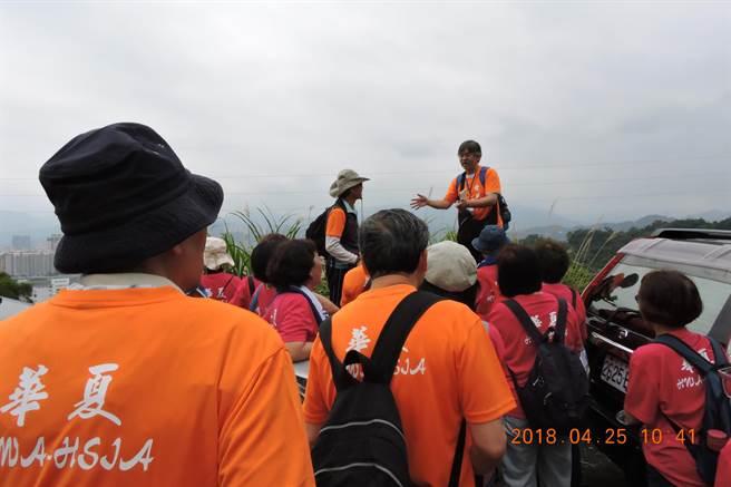 華夏科技大學舉辦「烘爐塞山,南勢走讀」,邀請全校老師與社區居民一起參與。(葉書宏翻攝)