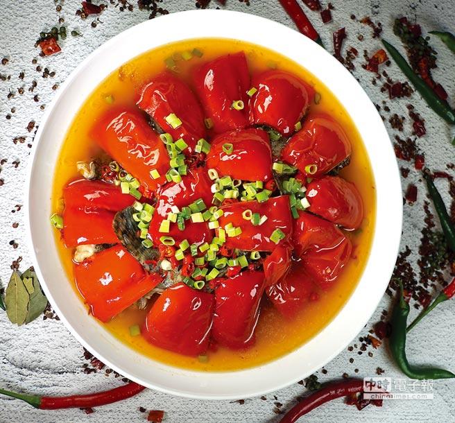 銷售至今超過5億元台幣的〈開門紅〉,是從湘菜〈剁椒魚頭〉得到靈感而被成都大蓉和餐廳廚藝團隊改良而來的新派川菜。圖/姚舜