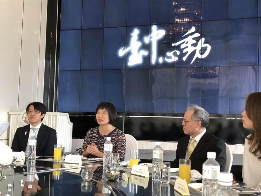 台中市副市長林依瑩(中)表示,台灣是小而美的國家,透過有策略性的方式參與國際組織,將能展現台灣整體的外交軟實力。(圖/台中市府提供)