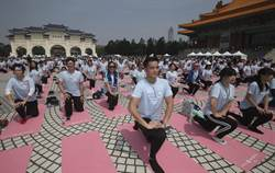 3000人廣場做瑜珈 創金氏世界紀錄