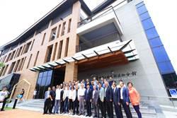 台中首座建築美學溪西圖書館開幕 林佳龍:廣建「知識糧倉」