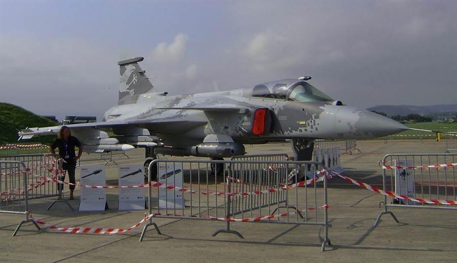 一架獅鷲E戰機。(圖/Wiki Media)