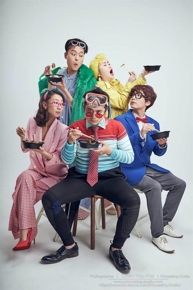《酸酸酸民曆》演員群。(攝影陳又維,取自又仁臉書)