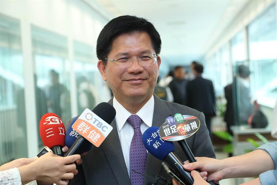 台中市長林佳龍對「卡管案」表示,教育部是主管機關有所決定,大學自由、自治也是非常重要他認為雙方都會妥善處理。(盧金足攝)
