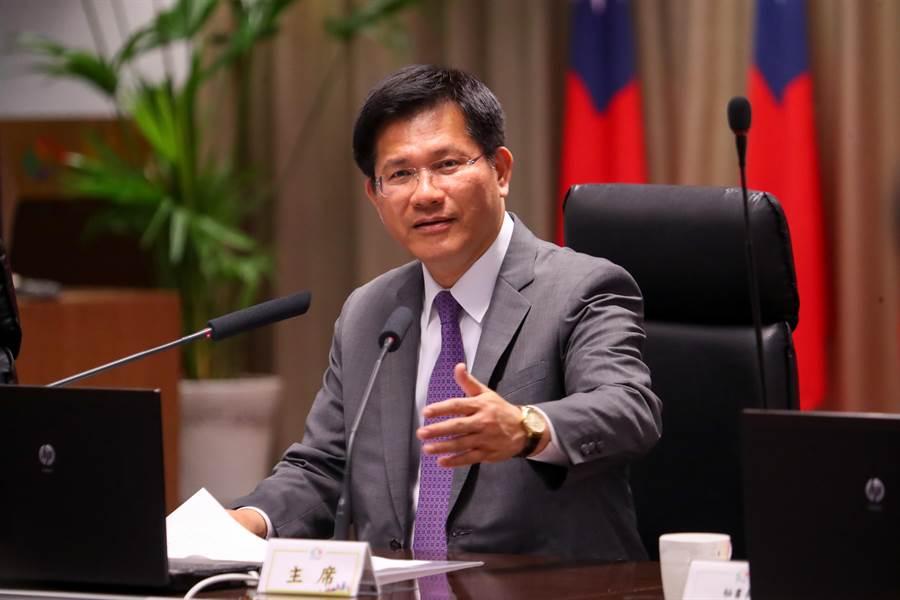 台中市長林佳龍表示,目前他專注市政,避免讓選舉影響市政進行,將配合中央選委會登記抽籤後再公布他個人識別系統。(盧金足攝)