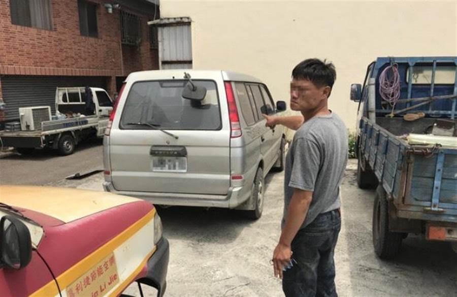 尤男混入工地偷走廂型車,意圖開車偷廢鐵、工具變賣。(王文吉翻攝)