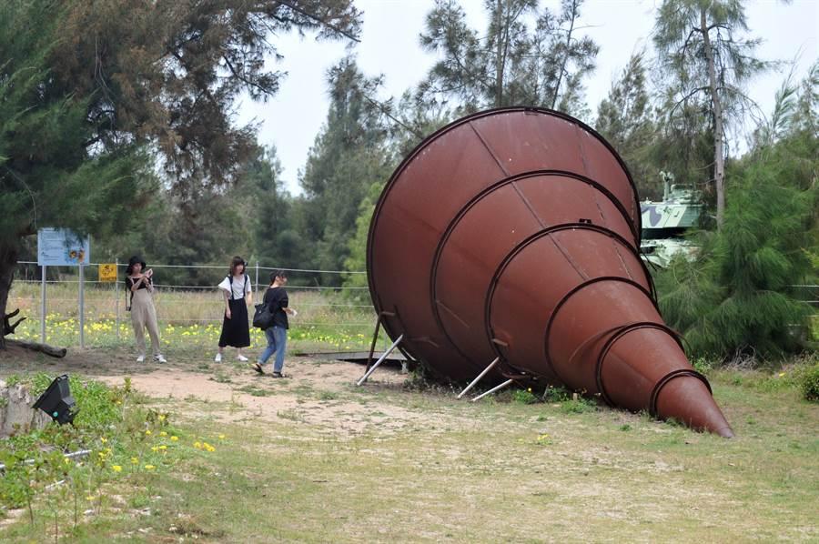 慈湖三角堡的大型裝置藝術「大喇叭」,當然也不能錯過。(李金生攝)