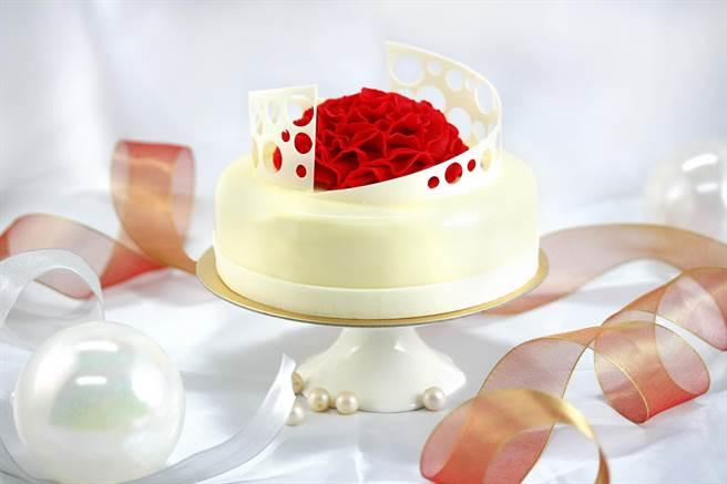 台北亞都麗緻大飯店麗緻坊推出的母親節蛋糕〈綻放〉,是以香草海綿蛋糕為基底,每個6吋、960元。(圖/亞都麗緻坊)
