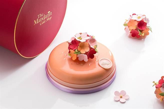 台北文華東方酒店母親節限定蛋糕 〈馨香花園〉,是由水蜜桃庫利搭配抹茶海綿蛋糕,加上檸檬和覆盆莓奶霜製成,7吋 訂價1950元。(圖/台北文華東方酒店)