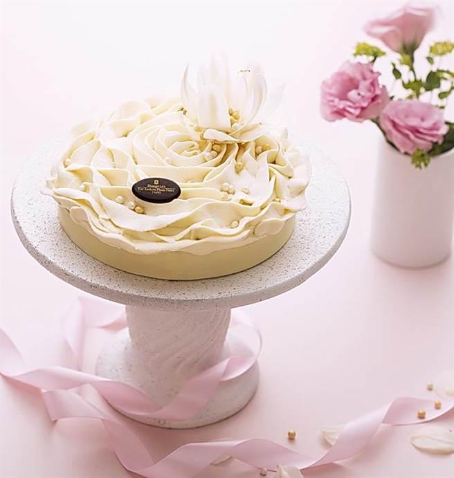 香格里拉台北遠東國際大飯店母親節蛋糕〈純白馨意-伯爵茶慕斯蛋糕〉,每個訂價920元。(圖/台北遠東國際大飯店)