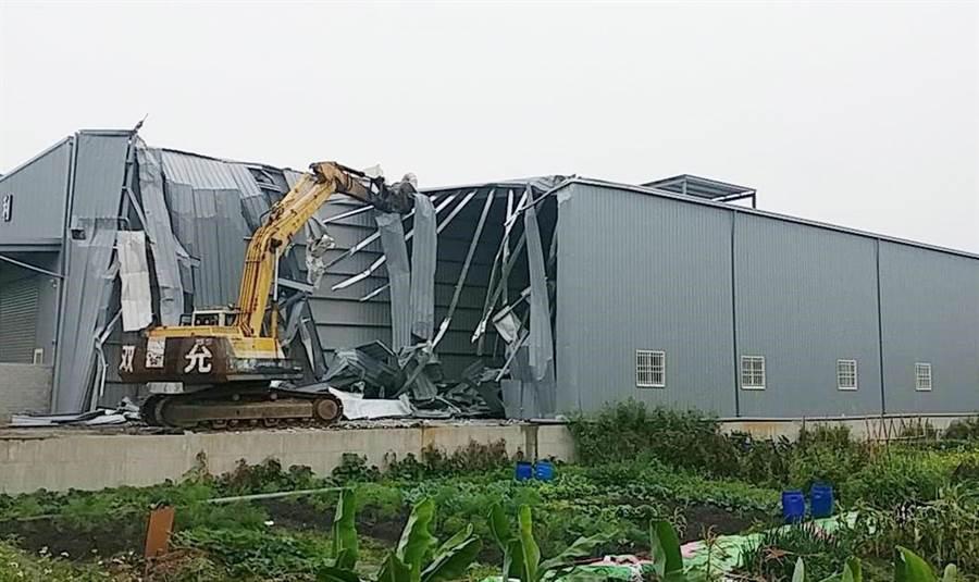 台中市政府今年3月初針對台中市南屯區筏子東街一段農地違建鐵皮建物,依法執行強制拆除。(陳世宗翻攝)