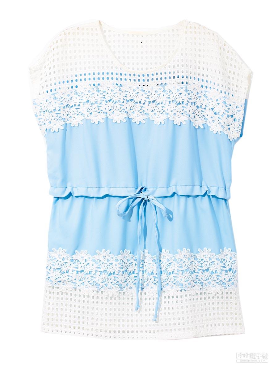 新光三越台北南西店2館貫子蕾絲上衣,原價2980元、特價500元。(新光三越提供)