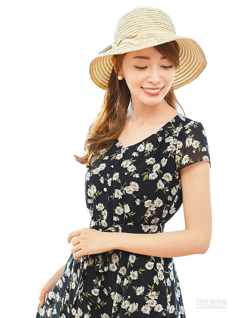 新光三越台北信義新天地A8 IRIS輕柔雪紡碎花洋裝,原價6290元、特價4290元。(新光三越提供)