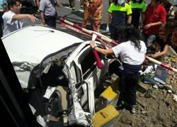 普悠瑪新竹撞轎車1輕傷 目前東線雙向行車