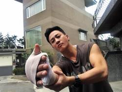 何潤東驚傳打拳手腕骨折!為了《翻牆》堅持開刀後不住院