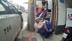 98歲翁打鑰匙倒路邊 熱心警護送回家