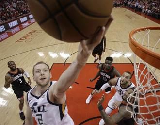 NBA》爵士變身「奧客」!爆冷射落火箭扳平